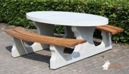 ovale-picknicktafel-met-zittingen-van-bamboe-p1